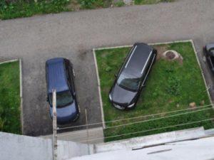 Парковка на газоне: наказание, размер штрафа, как оспорить